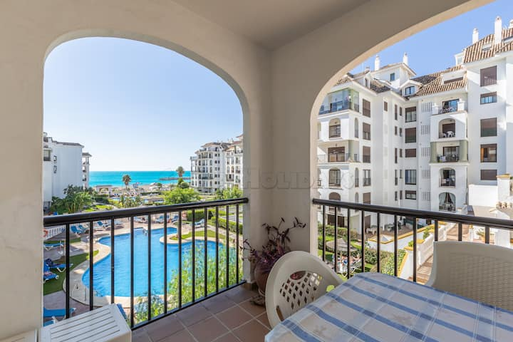 3 bedroom apartment, sea views, pool, garden, 24h security, paddel court, access to the beach,