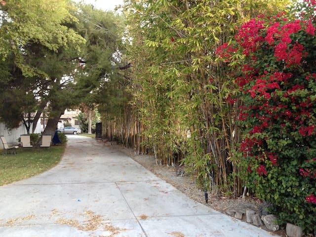 Zen and Bright Private Studio - Glendale - Casa