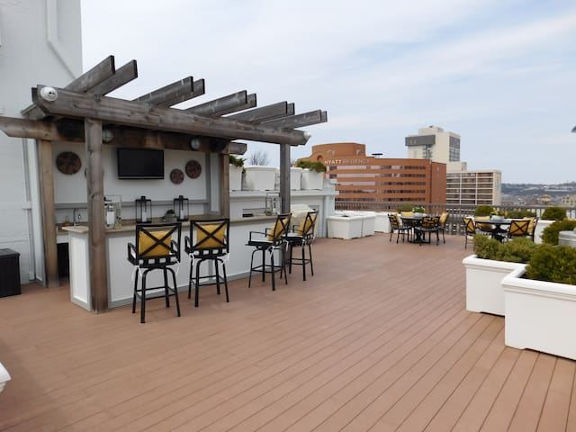 Rooftop Bar - BYOB