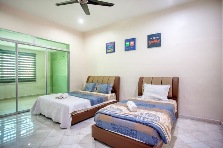 4 Bedroom (10 to 13 pax) NearTo Sunway Lost World