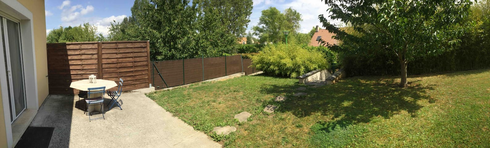 Studio 36m2 au calme avec jardin à 17 km de DISNEY