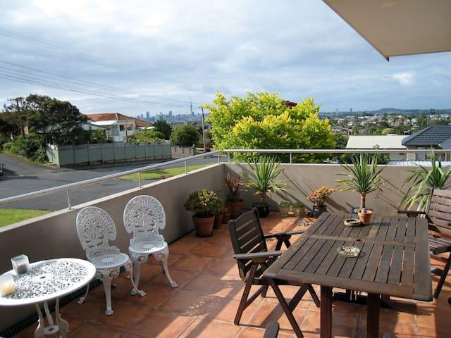 Huge room, ensuite, location, views - Auckland