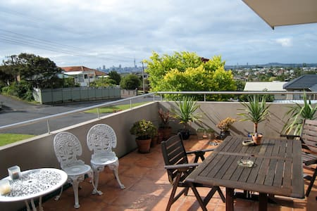 Huge room, ensuite, location, views - Auckland - Maison