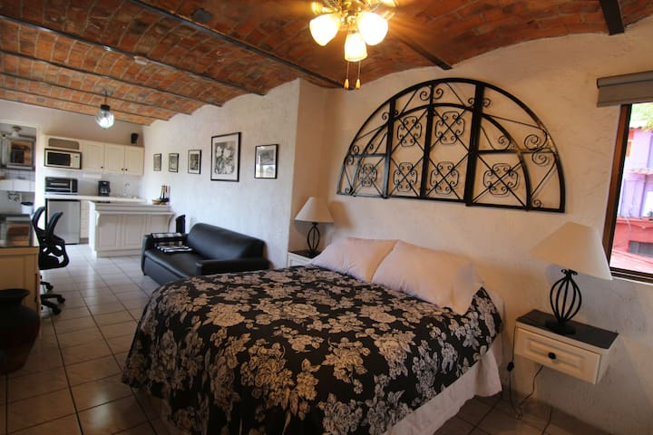 Bright & cozy studio in center of Ajijic