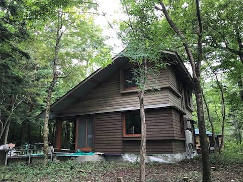 富士山の大自然に囲まれた森の中の一軒家 焚き火 BBQ  薪割り体験 ワーケーション