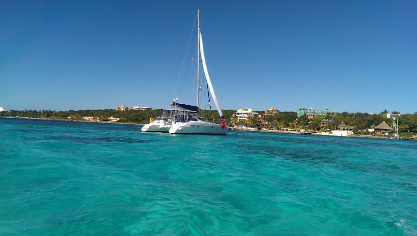 Private 40´ Cat Crewed Charter