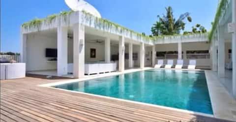 Villa Putih Lovina