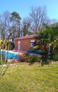 Villa with private pool, sleeps 8 - Saint-André-et-Appelles