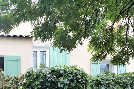 MAISONNETTE au calme , au coeur des Monges - Saint-Geniez - Rumah