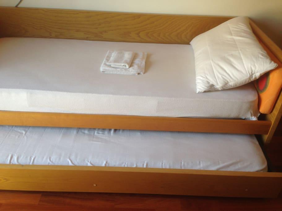il letto sottostante quello principale per ospitare all'occorrenza una seconda persona