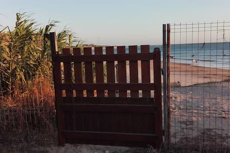 Dormitorio con encanto 1ª línea playa con jacuzzi