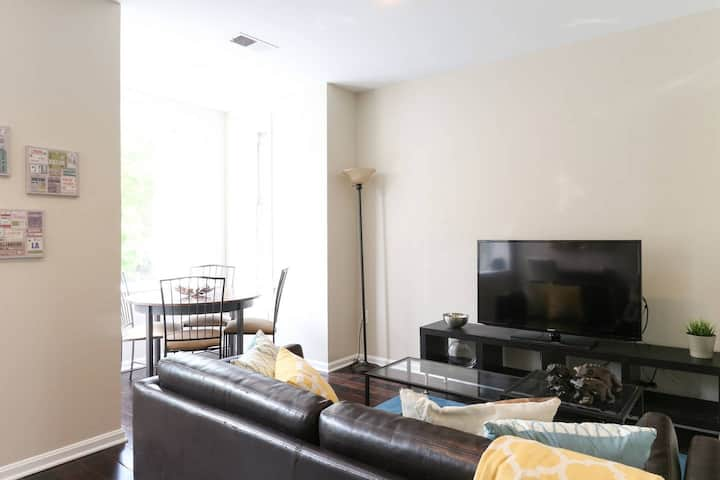 Top Floor! Walk to Convention Center, Metro, groceries, wine bars, beer gardens and more from this sunny apartment in Shaw! Parking available too!