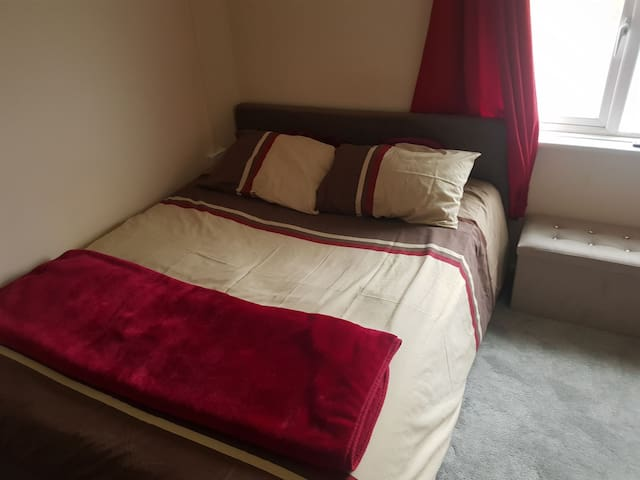 Lovely Double Room. Dursley.