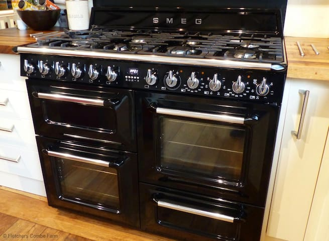 SMEG Range Cooker - Perfect for Large Families