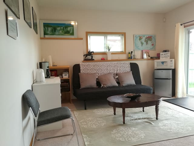 Spacious 2 bedroom Suite in Amazing Arbour Lake