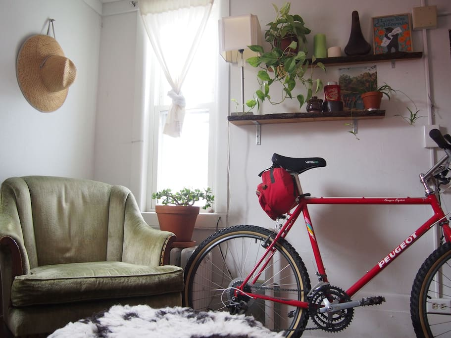 Reading nook in the bedroom. That's one of the loaner bikes.