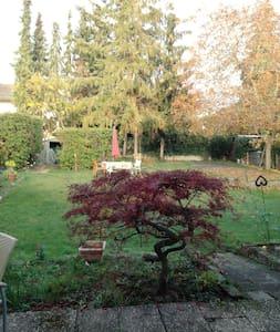 gemütliche Zimmer, ruhig, zentrumsnah, Garten