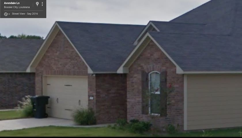 Near Century Link, Minutes from BAFB, Shopping - Bossier City - Hus