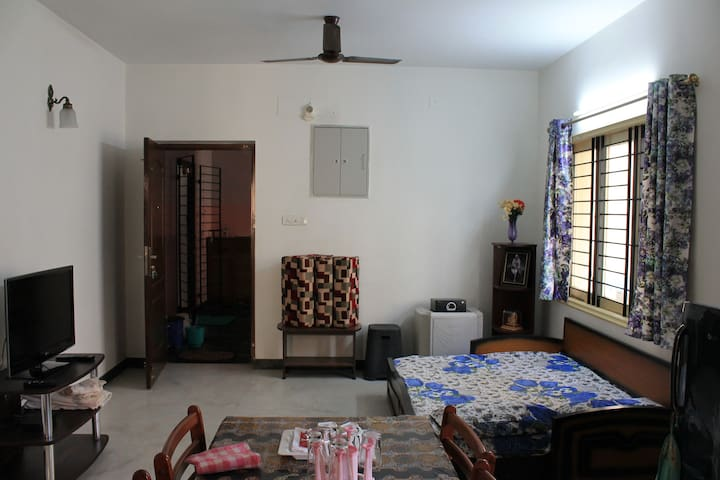 Furnished Apt in City Center near Metro station