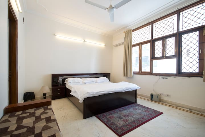 Deluxe Private Room @ Defence Colony