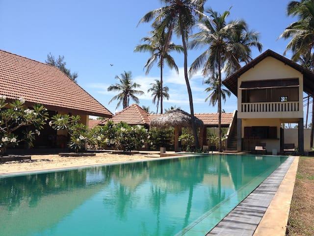 Stunning Beach House -Fabulous Chef - Iranawila - Villa