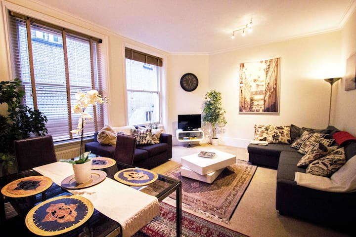 Covent Garden, perfectly central - sleeps 6!