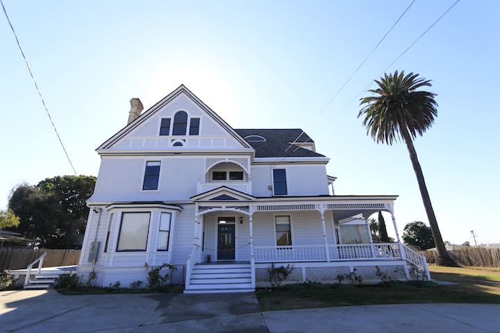 W.D. Dickinson - Home