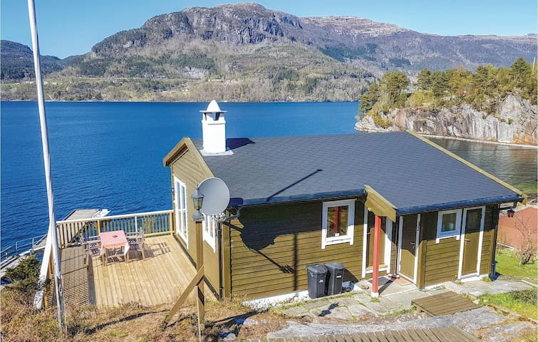 Holiday cottage with 3 bedrooms on 48m² in Eikelandsosen