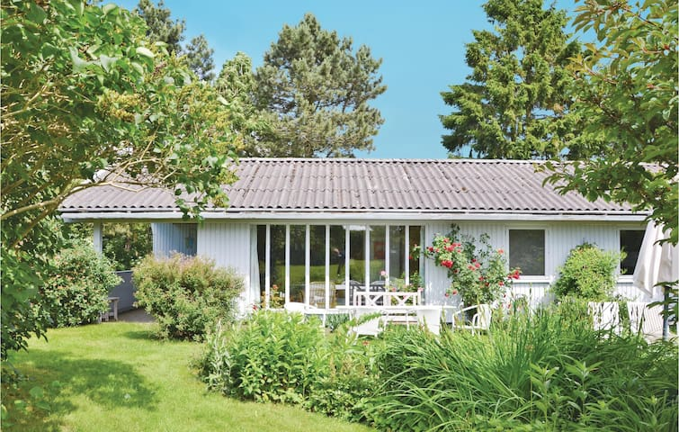 Holiday cottage with 2 bedrooms on 65m² in Gilleleje