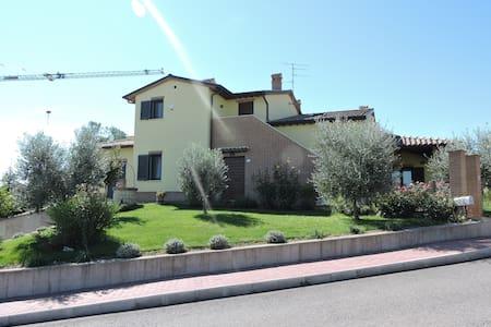 Casa delle Rose - Fratta Todina - Daire