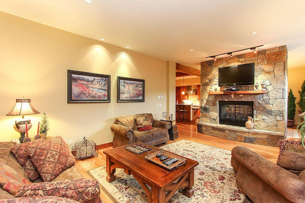 Tramontana 2 - Living area with comfortable seating, large flat screen TV over mantel