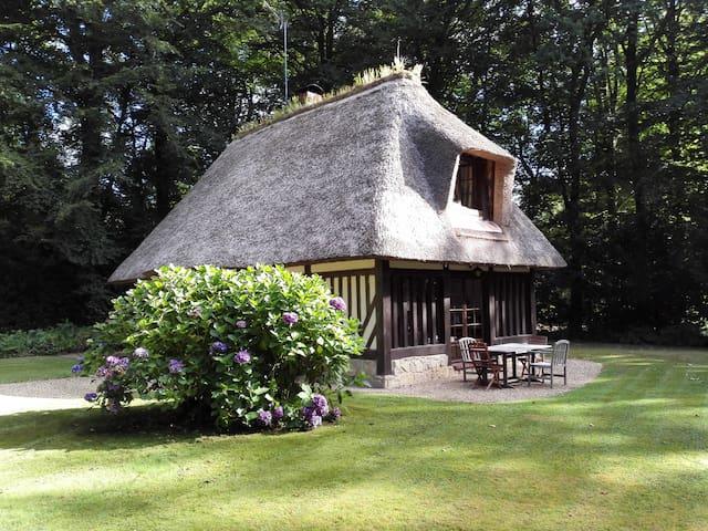Chaumière normande dans un domaine privé - Surville