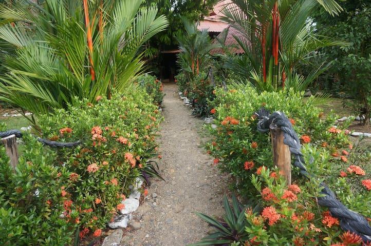 Garden Hut with A/C Azuero Pen PA - Llano de Mariato - Chalé