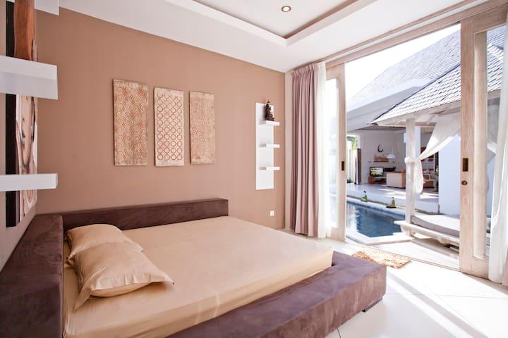 Спальня левая / Left bedroom