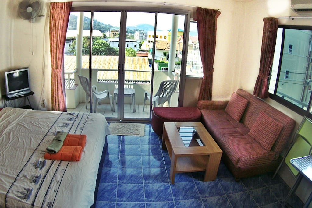 Room with air conditioning, refrigerator, internet, safe, sofa, TV, etc.