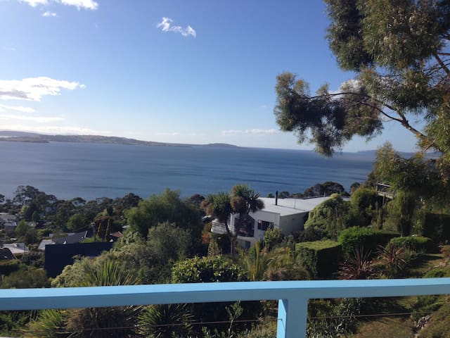 Family home - Syd-Hob race views - Taroona - Casa