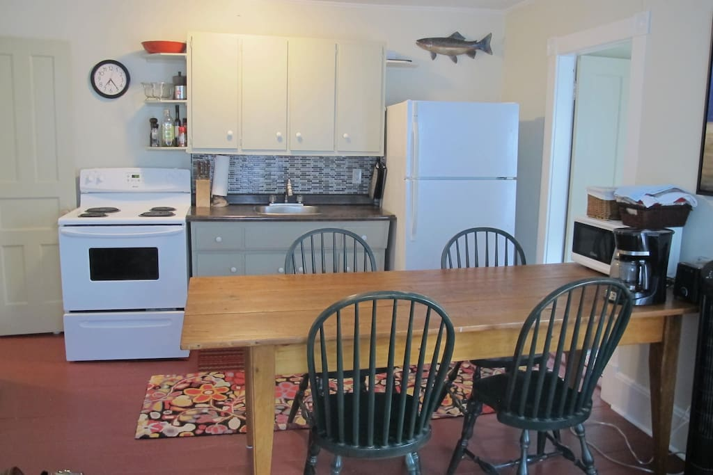 Well equipped kitchen with full sized appliances.