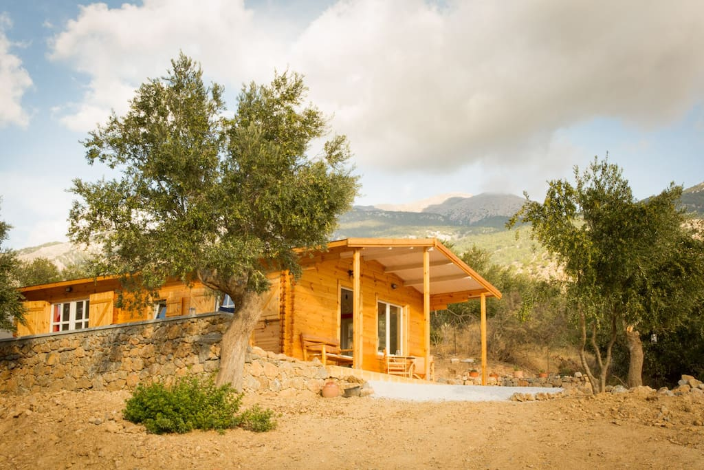 Wooden Eco-House Sougia, surrounded by mountain