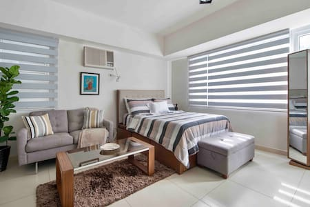 Cozy/Minimalist Studio Unit W/ Pool View in Makati