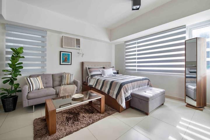Cozy/Minimalist Studio Unit W/ Pool View in Makati