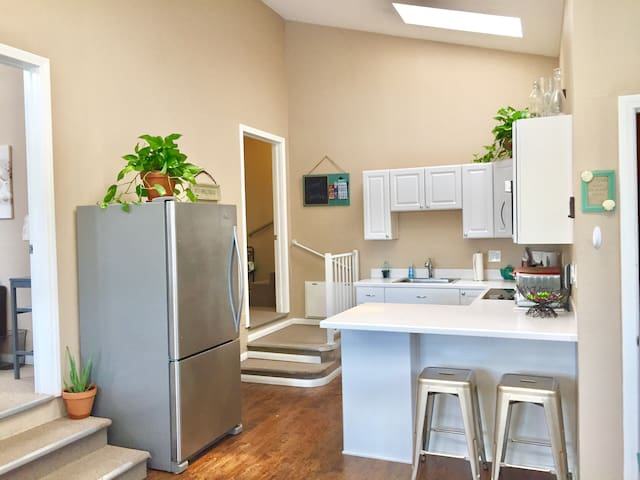This home offers an open kitchen perfect for any occasion. Natural tropical plants, sky lights, glass stove, stainless steel microwave and refrigerator.
