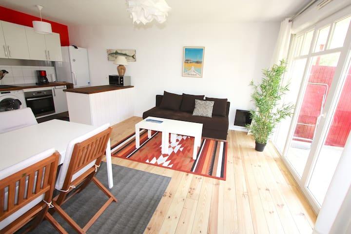 Bel appartement T2 avec terrasse Ouest, au calme.