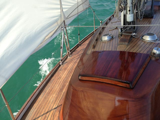 Iseo - Vacation on a classic yacht - Iseo - Barco