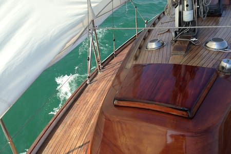 Iseo - Vacation on a classic yacht - Iseo