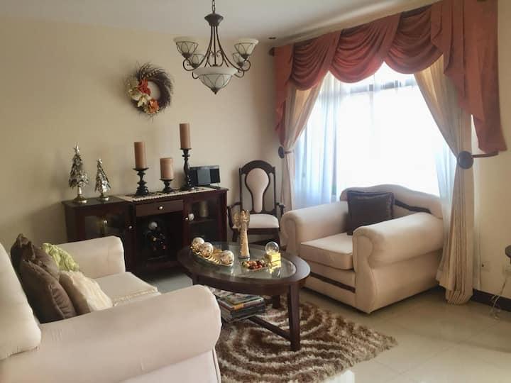 Vivi´s Home. Private Room near San José.