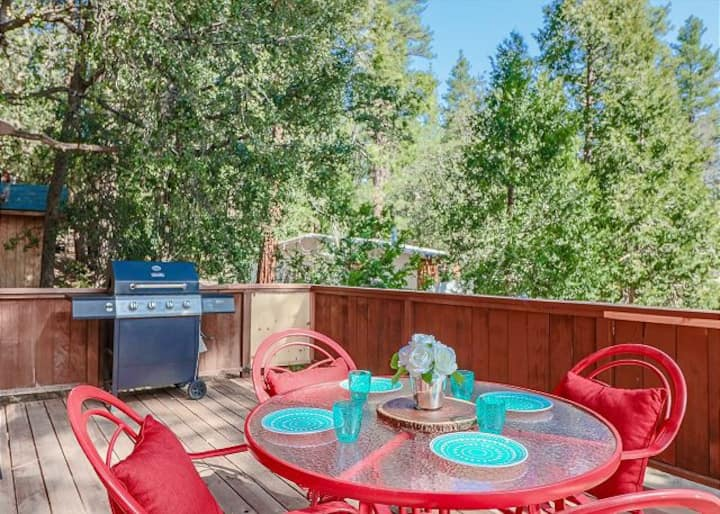 Bear's Den-4 Bedroom with Hot Tub! Pets Welcome!!