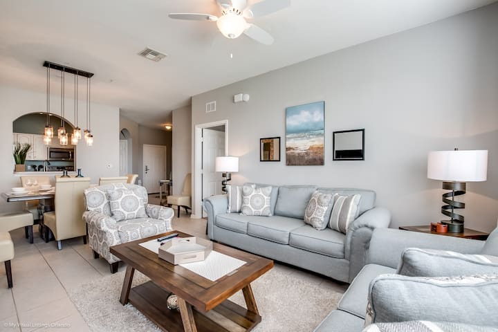 Updated 3BR/2BA lakeview condo minutes from Disney