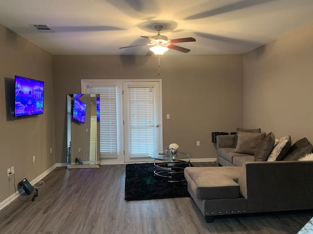 Luxury Apartment Near Lewisville Lake