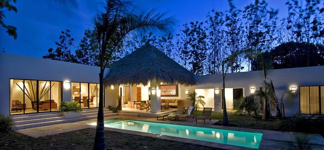 Villa Moderna Tamarindo-Avellanas