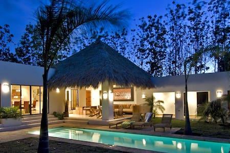 Room type: Entire home/apt Property type: Villa Accommodates: 7 Bedrooms: 3 Bathrooms: 3